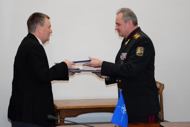 Влада: Диванна сотня: Україна і НАТО домовилися про співпрацю сил спеціальних операцій (фото)