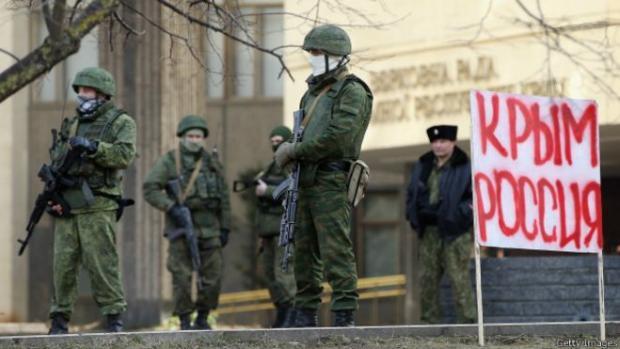 """""""Зелені чоловічки"""", які анексували Крим, належать до російської армії. Ілюстрація:www.bbc.com"""