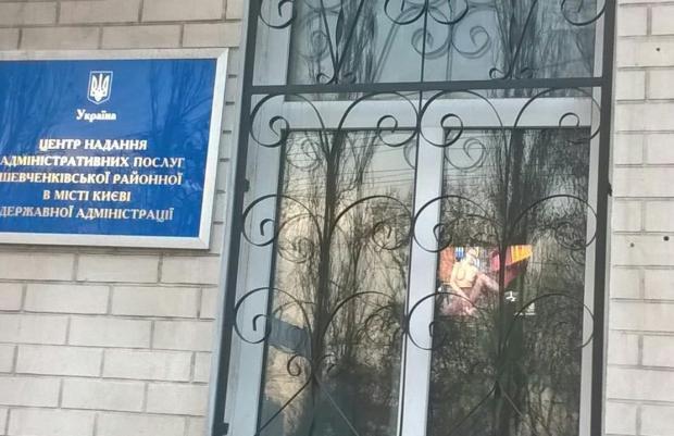 ukranske-porno-dlya-telefonu-porno-sayt-trahaet-sisyastuyu-kroshku-s-belimi-volosami