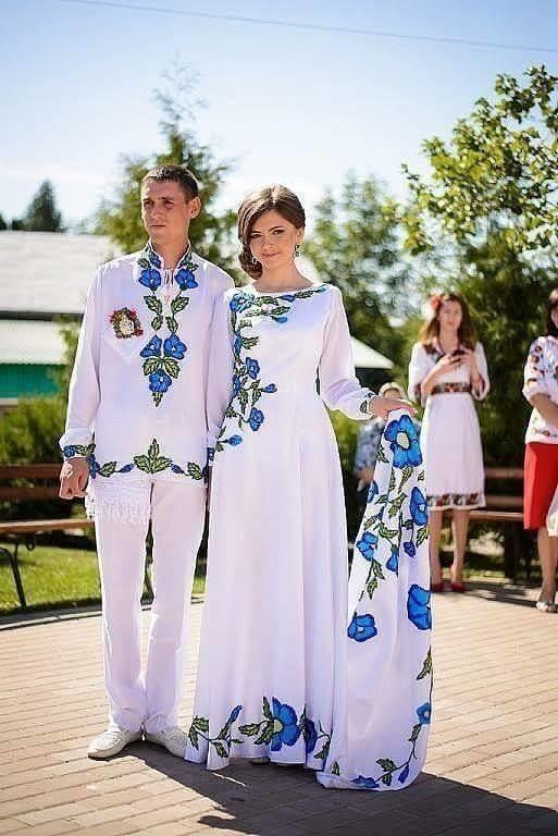 Весілля по-бандерівськи  Мережу підірвали яскраві фото молодят 95b030c10ed9b