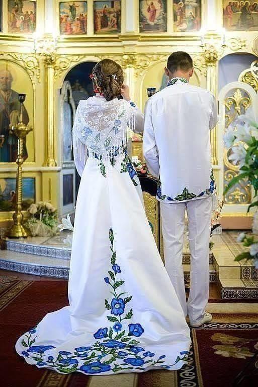 Весілля по-бандерівськи  Мережу підірвали яскраві фото молодят ... c9c43118dec53