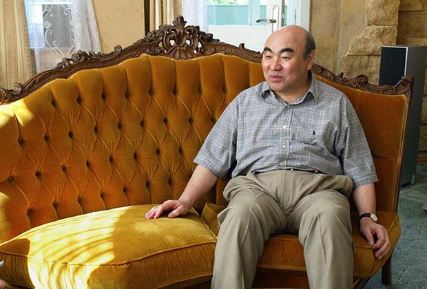 Экс-президент Киргизии Аскар Акаев во время интервью на даче. Фото: Василий Шапошников / «Коммерсантъ».
