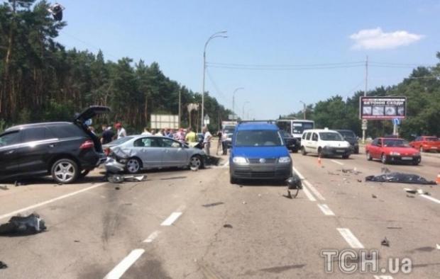 Прокуратура начала расследовать ДТП на блокпосту с участием тягача, в результате которого погиб полицейский - Цензор.НЕТ 4808