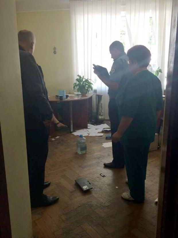 У Львові росіянка, почувши відмову, влаштувала жахливий погром у РАЦСі (фото)