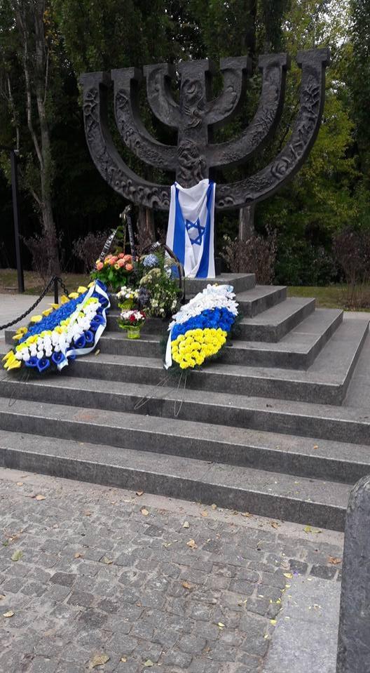 """Пам'ятний знак """"Менора"""" на честь євреїв, загиблих в Бабиному Яру. Фото: Жанна Римаренко / Facebook"""