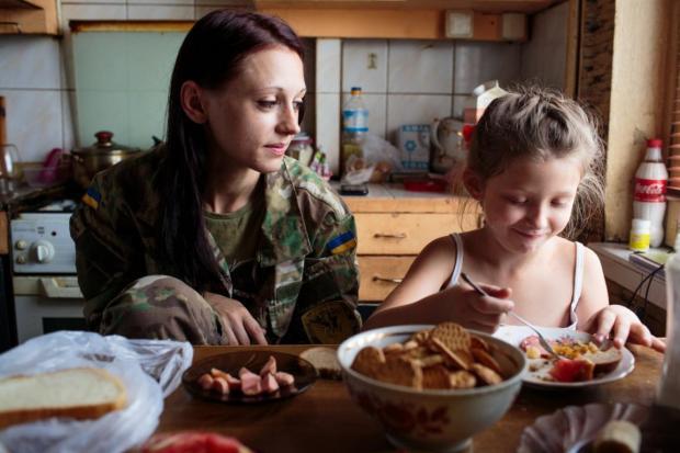 Настя, мати двох дітей, з 7-річною донечкою