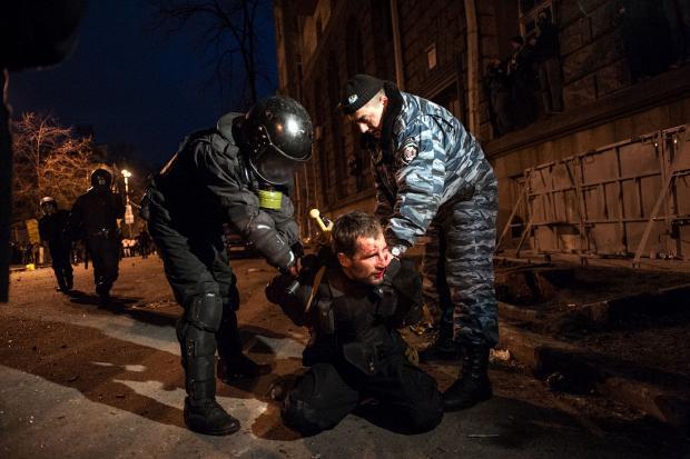 """Янукович похвалив екс-""""беркутівців"""" за виконання """"важкої місії"""" (фото)"""