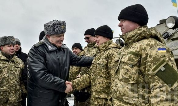 Порошенко нагородив бійців АТО 31 грудня 216 року. Фото: УНИАН.
