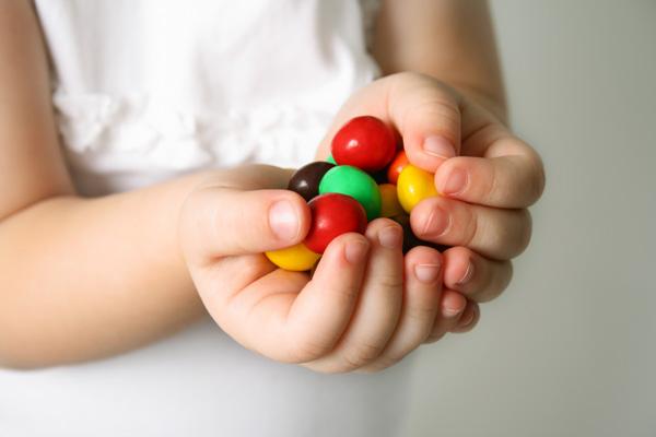 прикол лови конфету