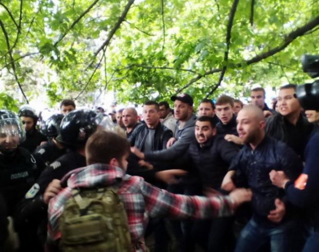 Сутички 9 травня у Дніпрі. Фото:iPress.ua
