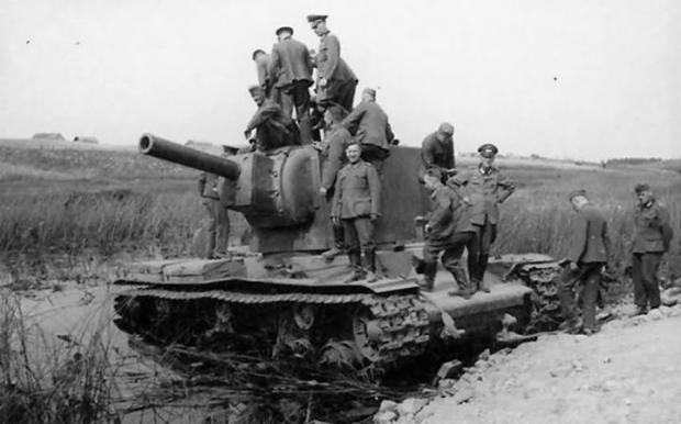 """Цінний трофей: Важкий радянський танк """"КВ"""". Німця про """"Тигр"""" тоді тільки мріяли"""