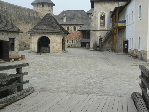Замок (цитадель) ХІІІ-ХІХ ст. Замкове подвір'я