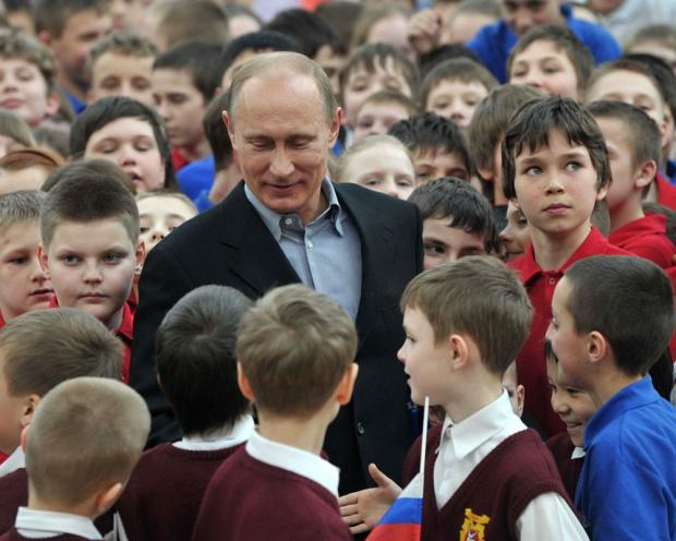 Путін і діти. Фото: ЖЖ.