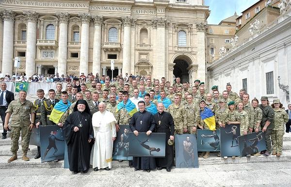 Українська делегація у Ватикані зустрілася з Папою Римським. Фото:http://fakty.ua/