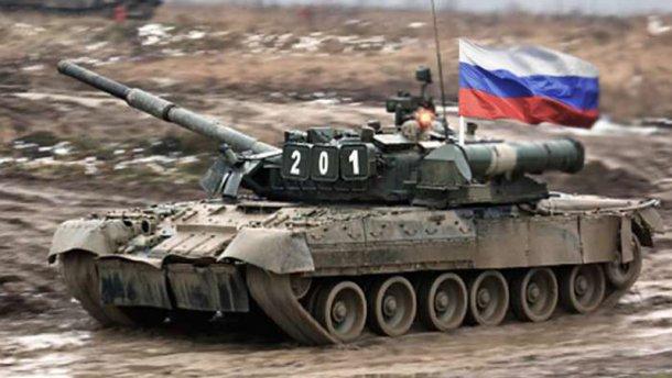 """Біля кордону з Україною """"засвітилися"""" сотні російських танків"""