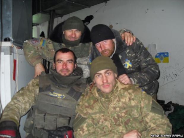 Капелан Олег Марінченко «Архітектор» (вгорі зліва), боєць «Бориспіль», боєць «Йожик», Іван Трунов