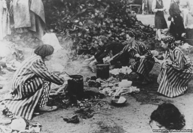 Бранки табору «Берген-Бельзен». Фото з виставки «Тріумф людини. Мешканці України, які пройшли нацистські концтабори»