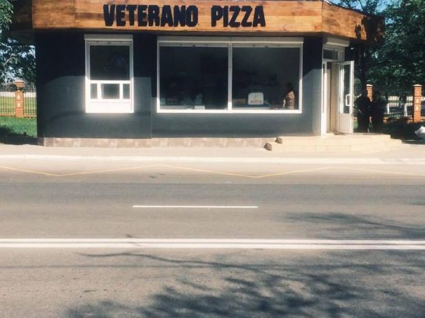 """Маріупольська піцерія """"Ветерано"""", на відміну від столичної, не має залу для відвідувачів. Фото:  Facebook"""