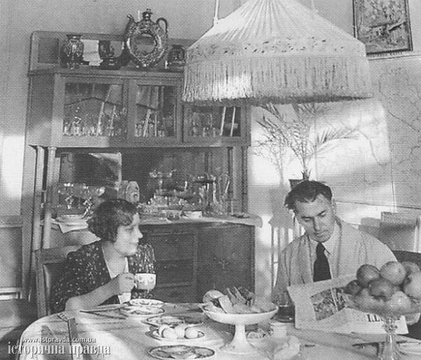 Тичина з дружиною Лідою в день 50-річчя поета, 27 січня 1941 року Фото: istpravda