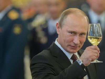 Путіну зробили сюрприз до дня народження. Ілюстрація: соцмережі.