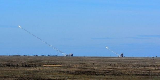 Росіяни провели військові навчання у окупованому Криму. Фото: УНІАН.