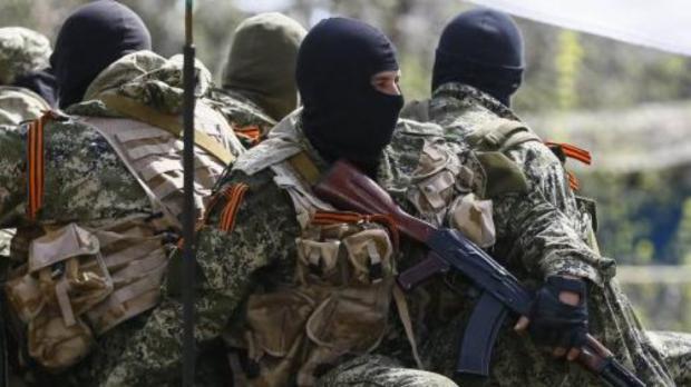 Щось готується? Бойовики на Донбасі стягують військову техніку та риють траншеї