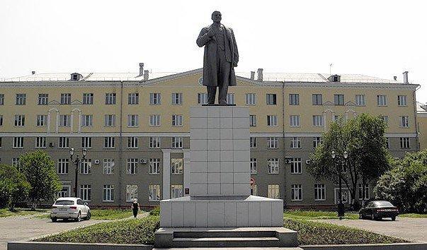 """Ленін """"видав"""" нацистів із Новокузнецька. Фото: соцмережі."""