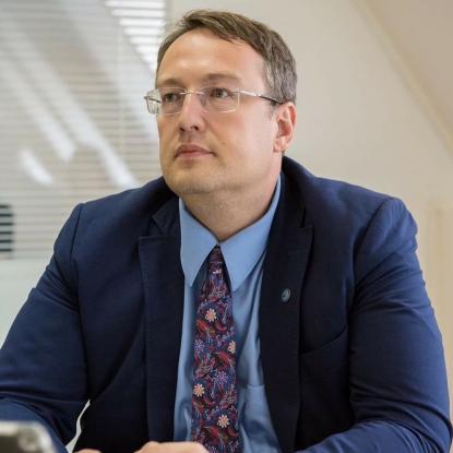 Нардеп порадив росіянам взагалі відпочивати у себе в Сочі або Адлері.  Народний депутат Антон Геращенко в ефірі російського телеканалу роз яснив  росіянам 8459035850dbf