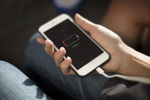 """Взимку смартфон може частіше """"проситися"""" на зарядку / Hacker Noon"""