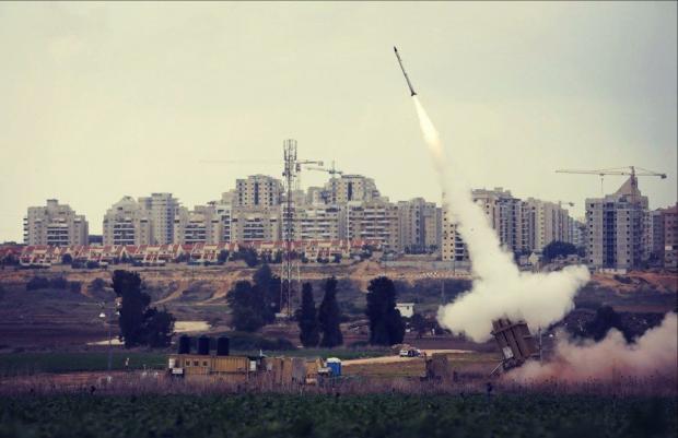 Територію Ізраїля обстріляли російською зброєю. Ілюстрація: Рейтерс.