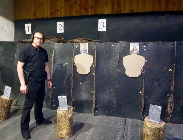 Аброськін у 2018 році під час тренувань зі стрільби розстріляв портрет бойовика Захарченка