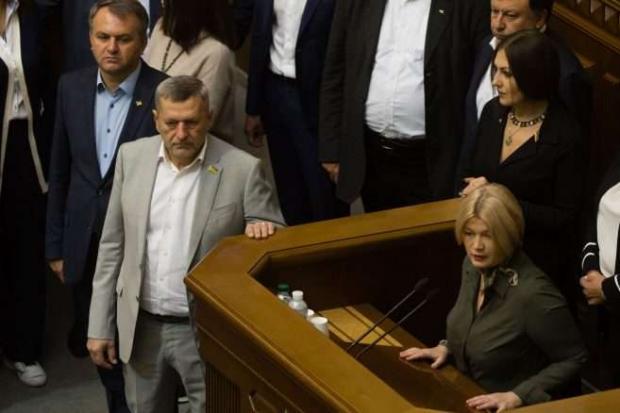 «ЄС» вимагає відсторонити «слугу» Мотовиловця від засідань в Раді. Фото: Главком.
