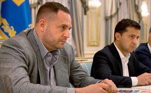 Зеленський у присутності Єрмака виглядає невесело. Фото: Українська правда.