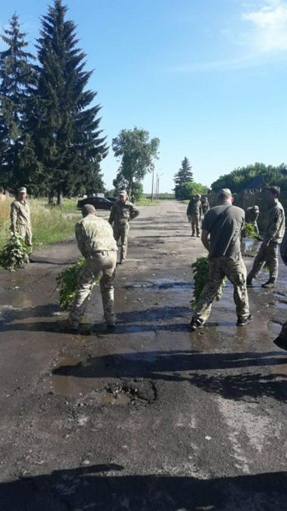 Прибирання води з території 204-ї бригади