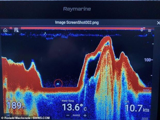 На записі з гідролокатора в Лох-Несс помітно дивний об'єкт у формі великого півмісяця