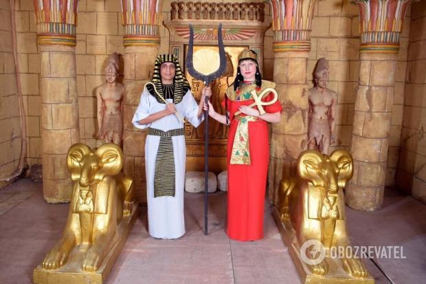Людмила Балабай з чоловіком в образі давніх єгиптян