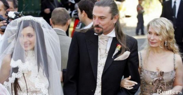 На весіллі доньки Євгенії та британського рок-музиканта Шона Карра, 2005 рік