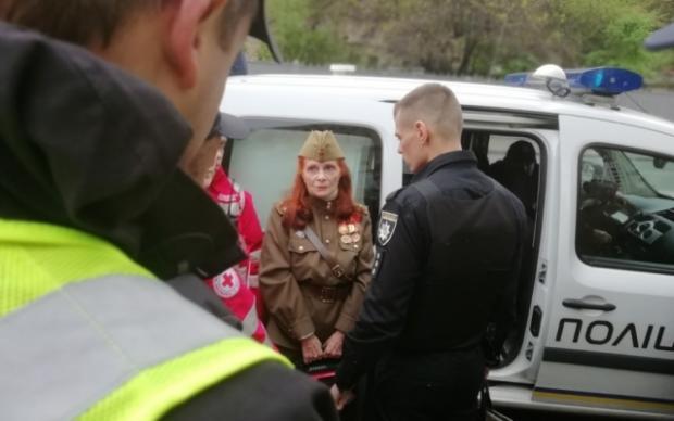 Жінка не схотіла розстатися із символікою СРСР. Фото: скріншот з відео.