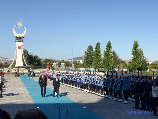 Зеленський прилетів до Ердогана в Анкару. Фото Укрїнформу
