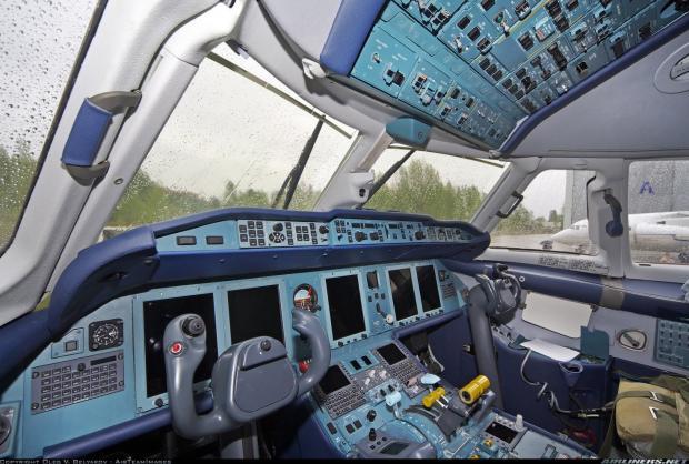 Кабіна літака Ан-178