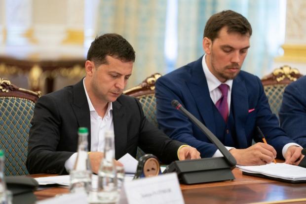 Зміна курсу: Зеленський припинив розірвання договорів з Росією та СНД, ініційоване Порошенком