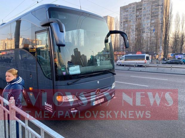 Деякі компанії організували для своїх співробітників автобуси