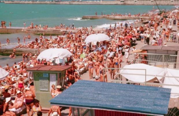 Переповнений пляж Чорного моря за СРСР