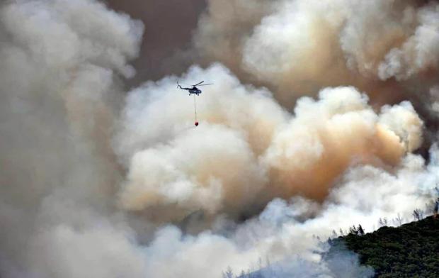 Пожежу гасять авіацією